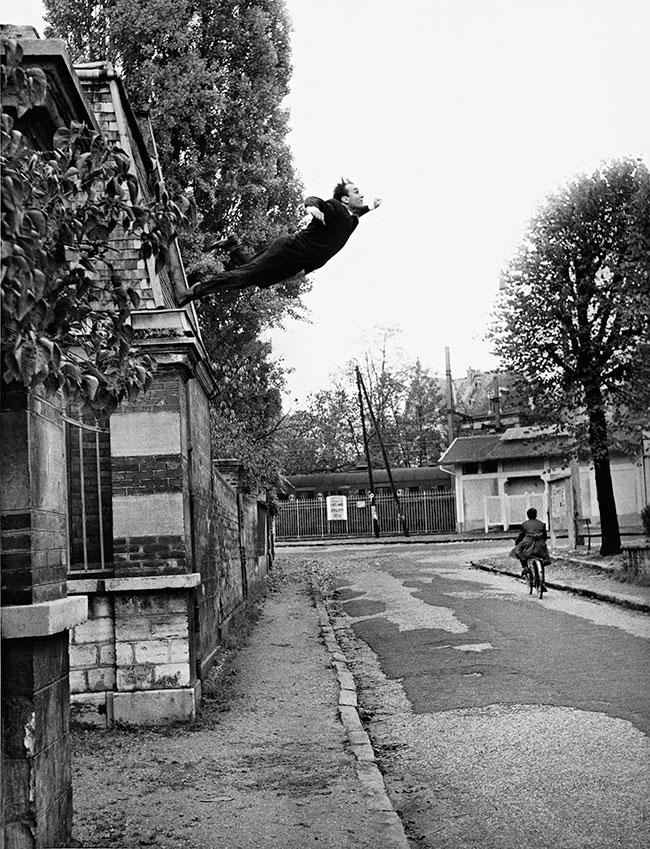 Yves Klein, El salto en el vacío, Octubre 1960, Archivos Yves Klein.